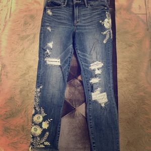 Abercrombie & Fitch cropped embroidered jeans